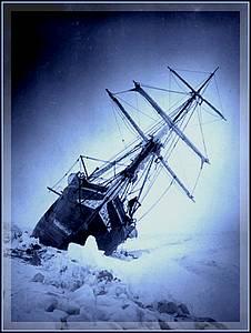Alles fliesst - Shackletons Schiff im Eis