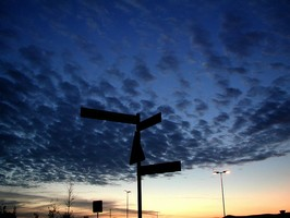 Bilder - Best of 2003 - schild-wolken-blau