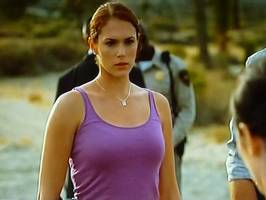 Bilder - Best of 2010 - mentalist-amanda-righetti-shirt
