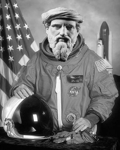Delphi-Tutorials - OpenGL Planets - Pythagoras as astronaut